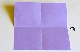 ورقة مربعة مثنية